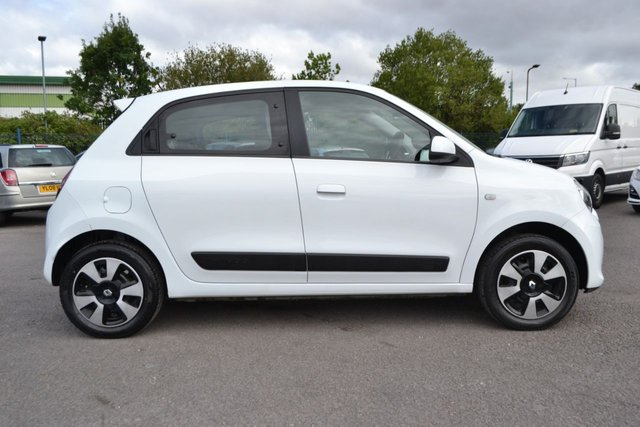 USED 2016 66 RENAULT TWINGO 1.0 PLAY SCE 5d 70 BHP AIR CON ~ 2 KEYS ~ 6 MONTHS WARRANTY ~ 12 MONTHS MOT