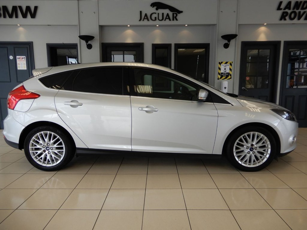 USED 2012 61 FORD FOCUS 1.6 ZETEC TDCI 5d 113 BHP FINISHED IN STUNNING SILVER COMPLIMENTED WITH BLACK AND GREY CLOTH SEATS + SATELLITE NAVIGATION + BLUETOOTH CONNECTIVITY + ECO STOP START SYSTEM + AIR CONDITIONING + VOICE COMMAND + MULTIFUNCTIONAL STEERING WHEEL + ELECTRONIC MIRRORS + ELECTRONIC WINDOWS + HEATED WINDSCREEN