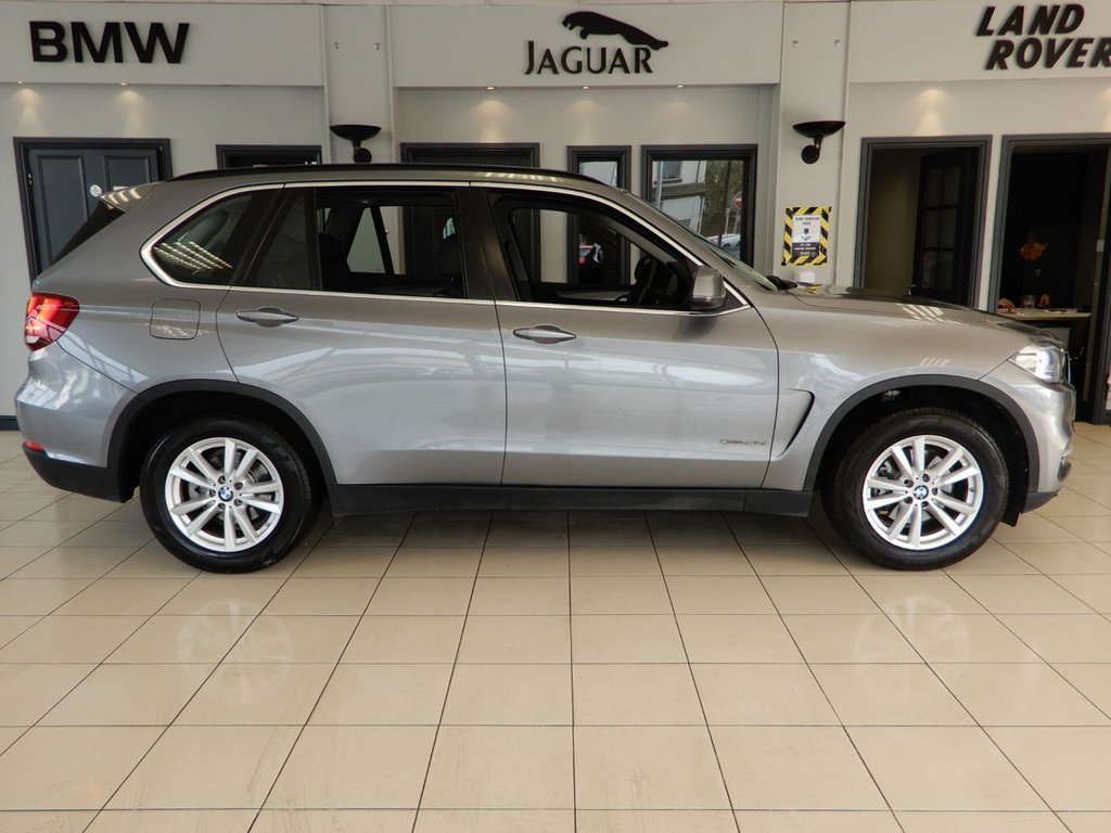 USED 2015 15 BMW X5 3.0 XDRIVE30D SE 5d AUTO 255 BHP FINISHED IN STUNNING METALLIC GREY WITH SUBTELY CONTRASTING FULL BLACK LEATHER HEATED ELECTRICALLY ADJUSTABLE SEATS + PROFESSIONAL SATELLITE NAVIGATION + 1 OWNER FROM NEW WITH AN IMPECCABLE BMW MAIN DEALER SERVICE HISTORY + 7 SEATS + SELECTABLE DRIVING MODES + MANUAL GEAR SELECT OPTION + DAB DIGITAL RADIO + BLUETOOTH MEDIA WITH IN CAR ENTERTAINMENT + XENON HEADLIGHTS + AUX AND USB CONNECTIVITY + DUAL ZONE AUTOMATIC AIR CONDITIONING + CLIMATE CONTROL + ECO STOP/START SYSTEM + CRUISE CONTROL