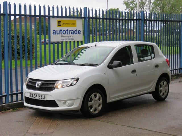 USED 2015 64 DACIA SANDERO 0.9 AMBIANCE TCE 5d 90 BHP ULEZ COMPLIANT LOW INSURANCE, BLUETOOTH WITH USB,  GREAT 1ST CAR, LOW INSURANCE AND TAX, 1 OWNER, DACIA SERVICE HISTORY, BLUETOOTH  WITH USB AND STEERING COLUMN REMOTE CONTROLS, REMOTE CENTRAL LOCKING, ECO MODE,