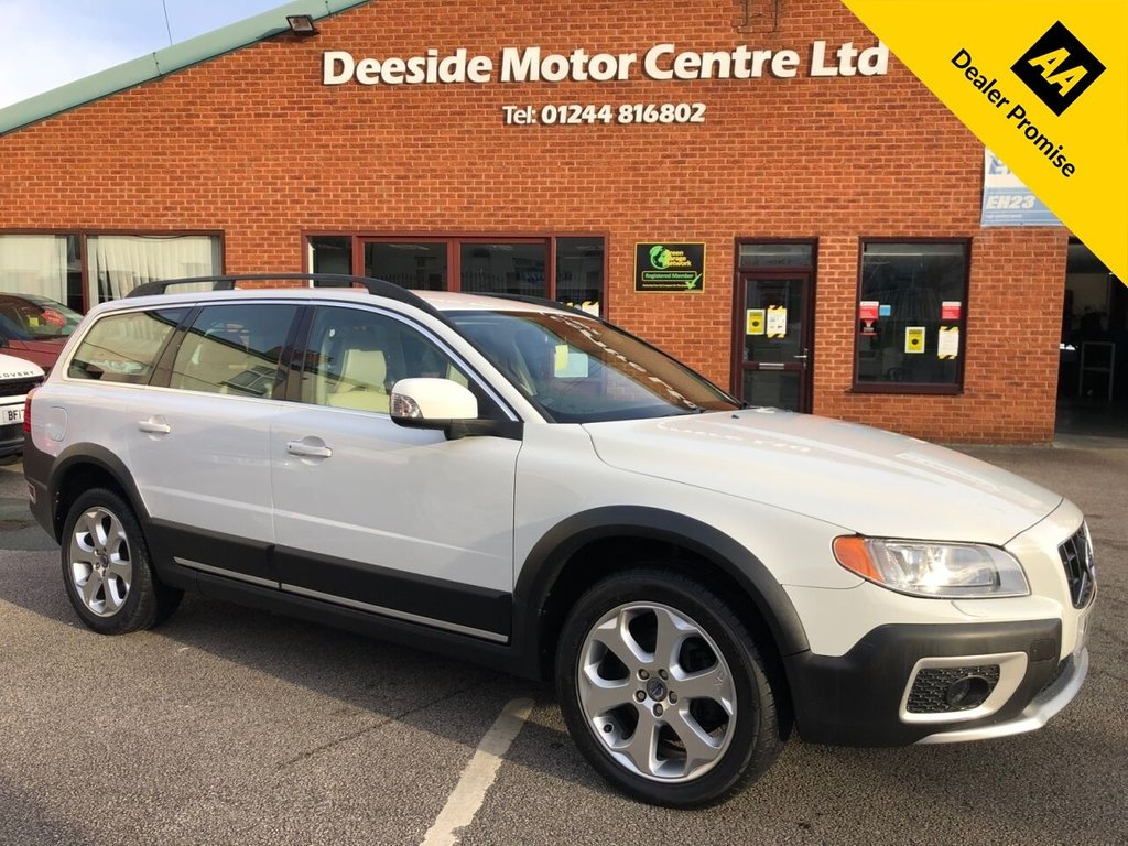 USED 2011 11 VOLVO XC70 2.4 D5 SE LUX AWD 5d 202 BHP Full service history  :  Bluetooth  : Sat Nav  :  Full leather upholstery  :  Electric/Memory driver's seat  :  Heated front seats  :  Hydraulic retractable dog guard  :  Remotely operated tailgate  :  Rear parking sensors