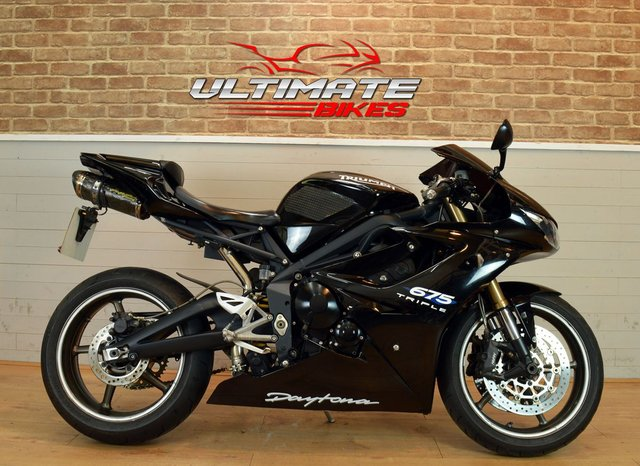 USED 2010 10 TRIUMPH DAYTONA 675 - FREE NATIONWIDE DELIVERY
