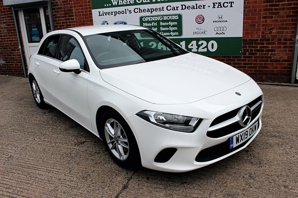 USED 2019 19 MERCEDES-BENZ A-CLASS 1.3 A 180 SE 5d 135 BHP +ONE OWNER +LOW MILES +SAT NAV