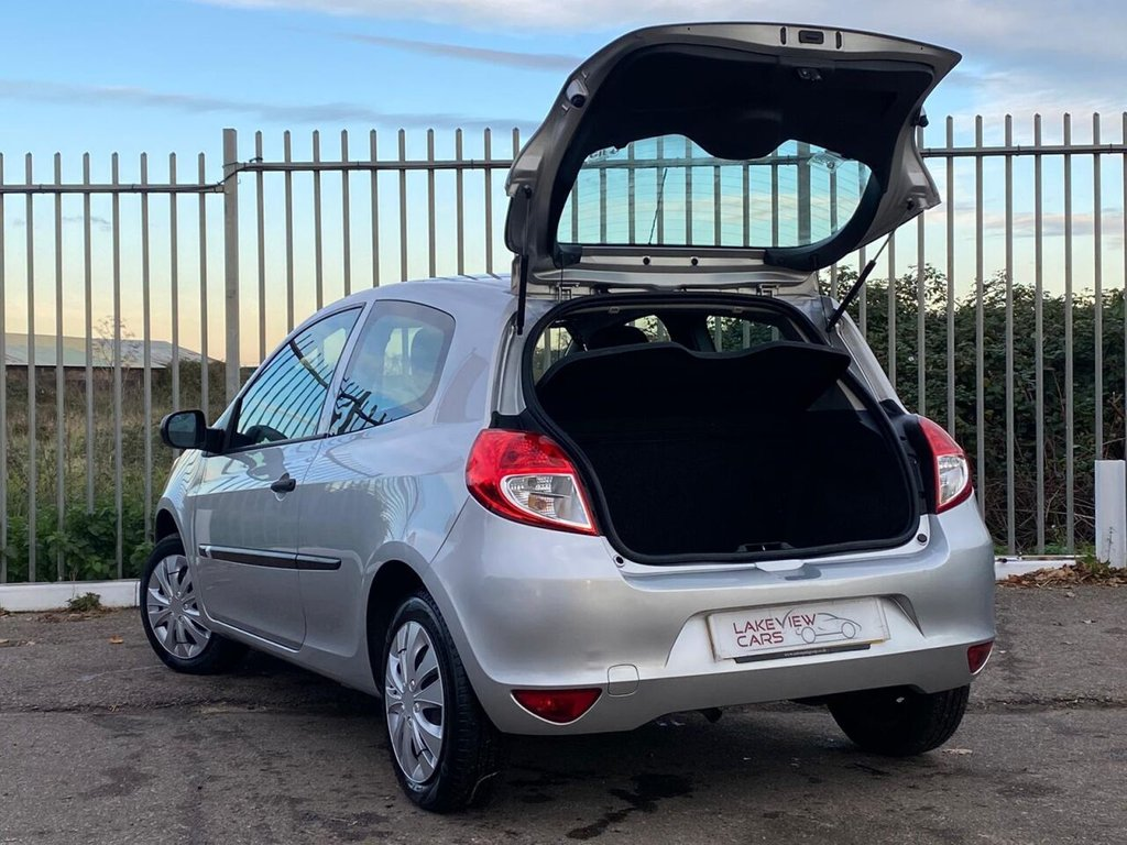 USED 2010 RENAULT CLIO 1.2 16V Extreme 3dr