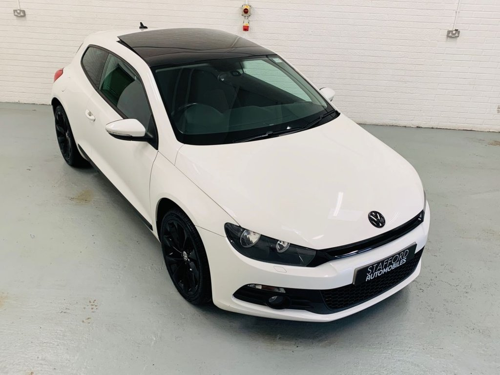 USED 2011 Y VOLKSWAGEN SCIROCCO 2.0 GT TDI BLUEMOTION TECHNOLOGY 2d 140 BHP £30 TAX, GREAT SPEC INCLUDING SAT NAV, PAN ROOF, PDC AND CRUISE CONTROL!