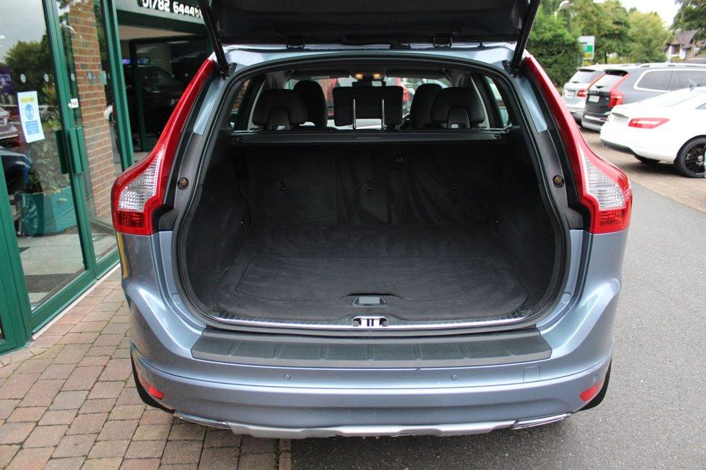 USED 2017 17 VOLVO XC60 2.4 D4 SE NAV AWD 5d 187 BHP