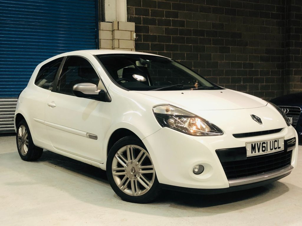 USED 2011 61 RENAULT CLIO 1.1 DYNAMIQUE TOMTOM 16V 3d 75 BHP Half Leather / Bluetooth / Sat Nav