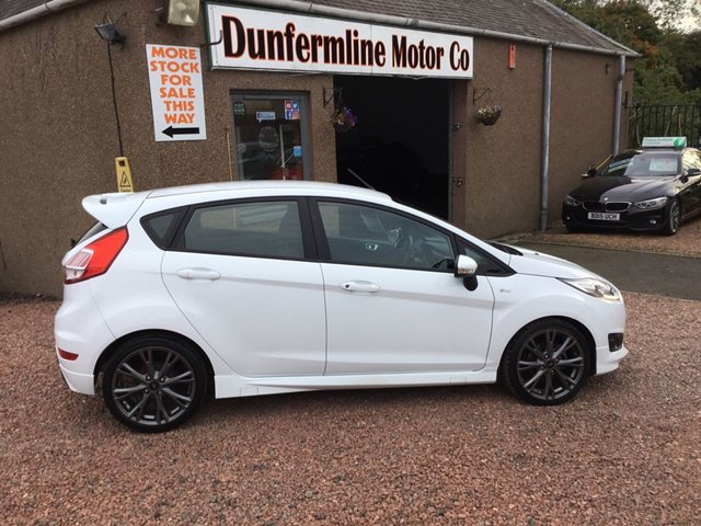 USED 2017 17 FORD FIESTA 1.0 ST-LINE 5d 124 BHP ++STUNNING IN WHITE ++