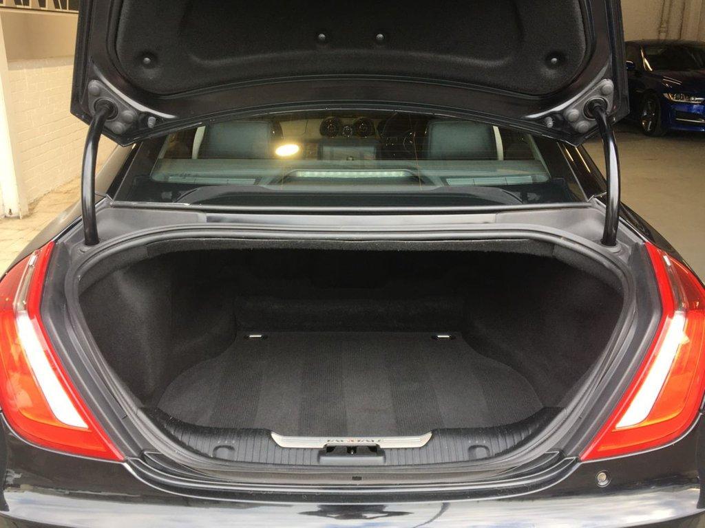 USED 2017 67 JAGUAR XJ 3.0 D V6 LUXURY 4d 296 BHP