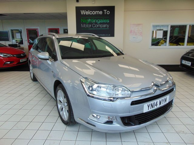 "USED 2014 14 CITROEN C5 2.0 HDI EXCLUSIVE 5d 160 BHP ( TECHNO PACK ) AUTO ESTATE THIS STUNNING CITROEN C5 2.0 HDI EXECUTIVE ESTATE AUTOMATIC  WITH A TECHNO PACK + COMES WITH FULL SERVICE HISTORY + 28TH FEB MOT + SATELLITE NAVIGATION + BLUETOOTH + ROOF RAILS + AUTOMATIC DUEL AIR CONDITIONING + DAB DIGITAL RADIO + LUMBER SUPPORT ON FRONT SEATS + CRUISE CONTROL + REMOTE CENTRAL LOCKING + ELECTRIC WINDOWS + PRIVACY GLASS + 7"" TOUCH SCREEN INFORMATION SYSTEM + AUTO LIGHTS + AUTO WIPERS +PANERAMIC ALARM +LED DAYTIME RUNNING LIGHTS + 18"" ALLOYS + STOP START + ELECTIC FOLDING DOOR M"
