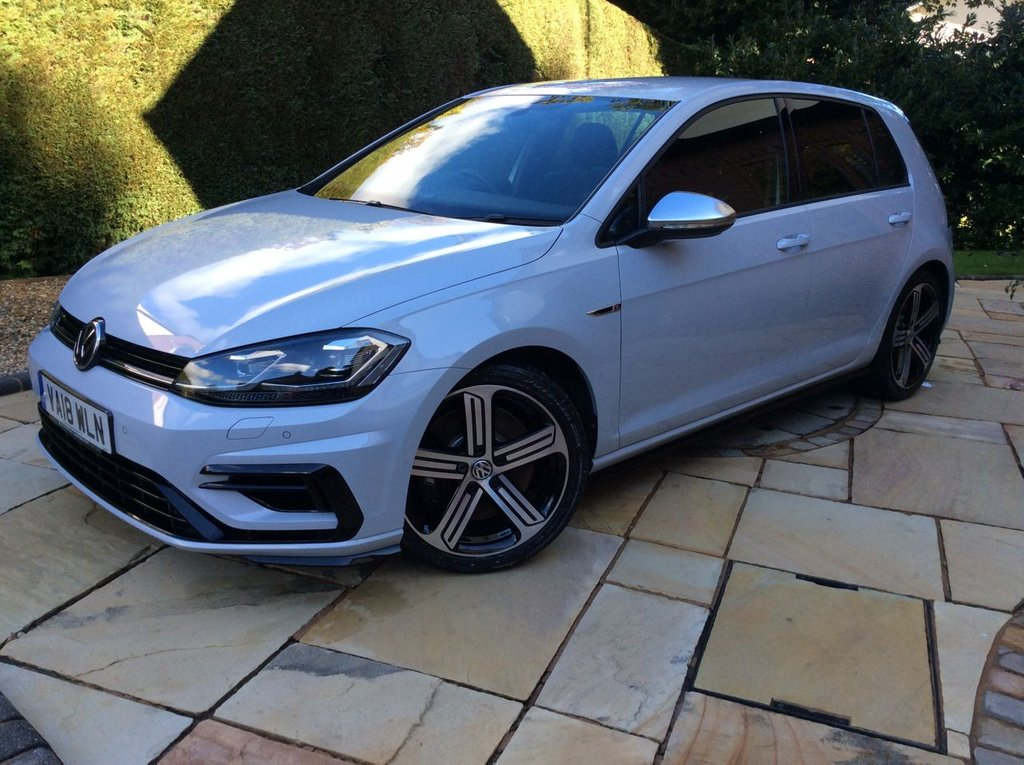 USED 2018 18 VOLKSWAGEN GOLF 2.0 R TSI DSG 5d 306 BHP 1 OWNER WARRANTY FINISHED IN STUNNING AND RARE WHITE SILVER METALLIC