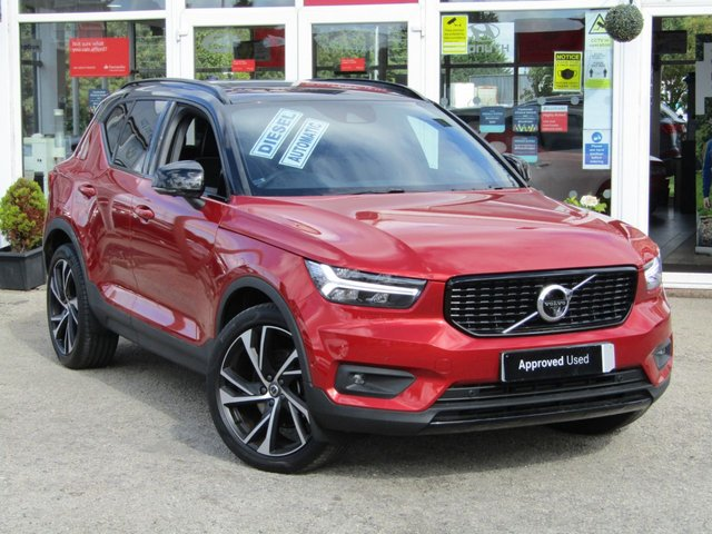 USED 2018 68 VOLVO XC40 2.0 D4 FIRST EDITION AWD 5d 188 BHP Finished in FUSION RED met and contrasting EBONY HEATED LEATHER TRIM. This Volvo XC40 is a spacious small SUV with smart styling and a comfortable drive. In short it is a bit of a cracker with a sophisticated look and an upmarket feel. Features include Sat Nav, Pan Roof, DAB,  360 Cameras, B/Tooth, Day Run Lights, and much more. Dealer serviced at 12589 miles and at 18630 miles on 14/7/2020.
