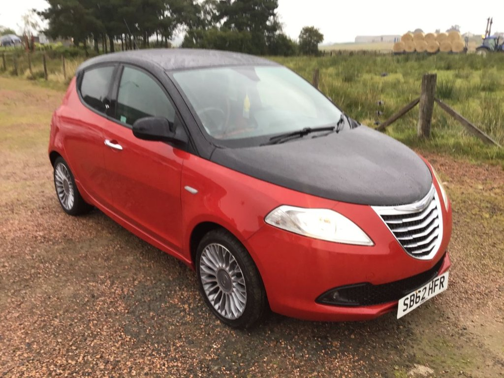 USED 2012 62 CHRYSLER YPSILON 1.2 BLACK AND RED 5d 69 BHP