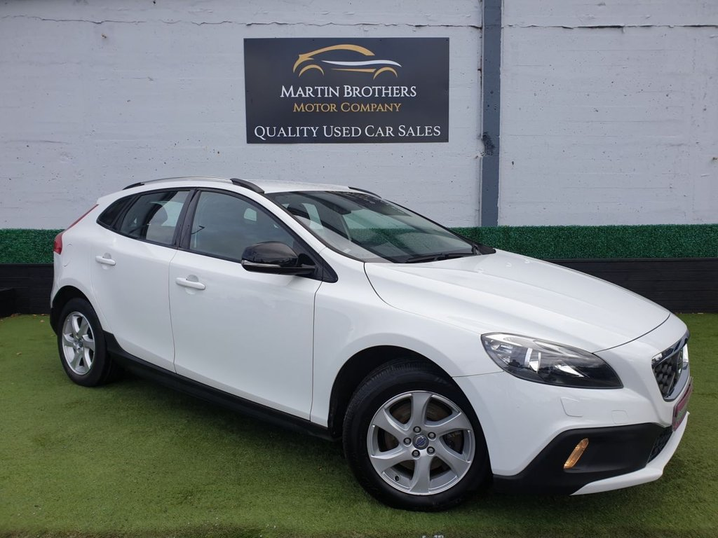 USED 2013 13 VOLVO V40 1.6 D2 CROSS COUNTRY SE 5d 113 BHP
