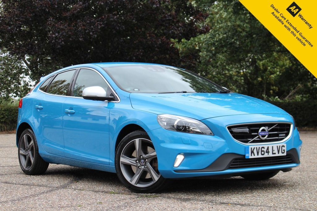 """USED 2014 64 VOLVO V40 2.0 D3 R-DESIGN LUX NAV 5d 148 BHP ** SUPERB FULL SERVICE HISTORY ** BRAND NEW ADVISORY FREE MOT ** UPGRADED REAR PARKING CAMERA + SENSORS ** UPGRADED BLIND SPOT MONITOR SYSTEM ** UPGRADED 18"""" LXION ALLOYS ** FULL LEATHER ** SATELLITE NAVIGATION ** HEATED FRONT SEATS ** LANE ASSIST ** AUTO LIGHTS + WIPERS ** CRUISE CONTROL ** BLUETOOTH ** CLIMATE CONTROL ** £0 DEPOSIT FINANCE AVAILABLE **"""