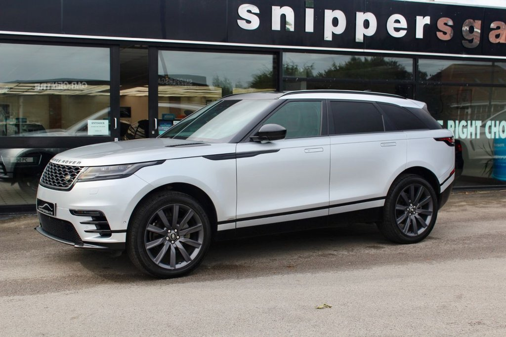 """USED 2018 10 LAND ROVER RANGE ROVER VELAR 2.0 R-DYNAMIC HSE 5d 240 BHP High Specification Rhodium Silver Metallic Velar R-Dynamic HSE, Panoramic Sunroof £1115 Option, Secure Tracker £530 Option, Grand Black Veneer £390 Option, Privacy Glass £390 Option, Heated and Cooled Seats, Massage Seats, Heated Steering Wheel £190 Option, Metallic paint £725 Option, 18 Way Powered Seats with Memory, Roof Rails, Apple CarPlay, Sat Nav, Bluetooth, 21"""" Alloys, 8 Speed Auto, 2 Keys and Book Pack, Full Land Rover Service History."""