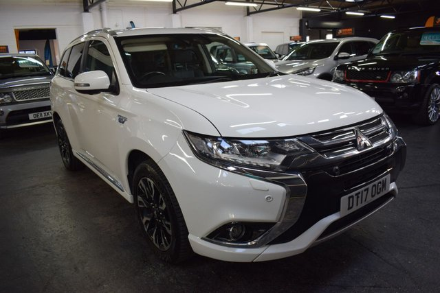 USED 2017 17 MITSUBISHI OUTLANDER 2.0 PHEV 4HS 5d 200 BHP ULEZ COMPLIANT  TOP RANGE HS4 HYBRID - ULEZ COMPLIANT - ONE OWNER - LEATHER - NAV - HEATED SEATS / STEERING WHEEL - SUNROOF
