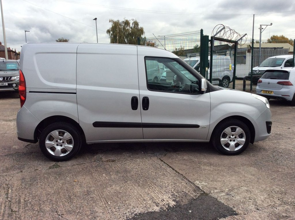 USED 2015 65 VAUXHALL COMBO 1.2 2000 L1H1 CDTI S/S SPORTIVE 90 BHP TWIN SLD 1 OWNER FSH NEW MOT  FREE 6 MONTH WARRANTY INCLUDING RECOVERY AND ASSIST GREAT SPECIFICATION