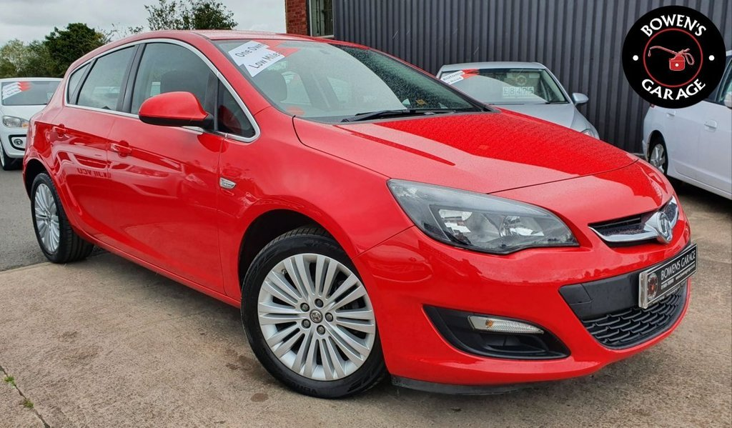 USED 2015 15 VAUXHALL ASTRA 1.4 EXCITE 5D 98 BHP Demo +1 Owner - Low Miles - 4 Services - Big Spec