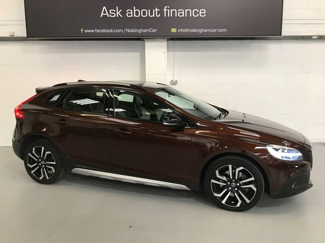 USED 2018 68 VOLVO V40 1.5 T3 CROSS COUNTRY PRO 5d 151 BHP