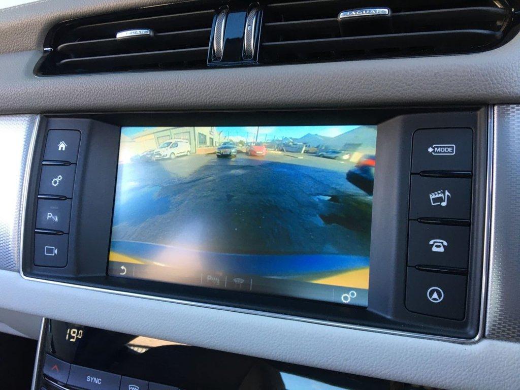 USED 2016 66 JAGUAR XF 2.0 PRESTIGE 4d 177 BHP