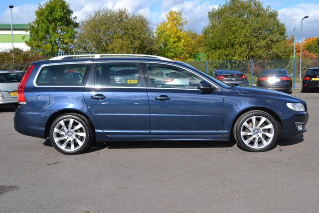 USED 2015 15 VOLVO V70 2.4 D5 SE LUX 5d 212 BHP ~ HUGE SPEC ~ SAT NAV ~ LDW ~ BLIS  +++ MORE HUGE SPEC ~ SAT NAV ~ LDW ~ BLIS ~ HEATED LEATHER + MORE