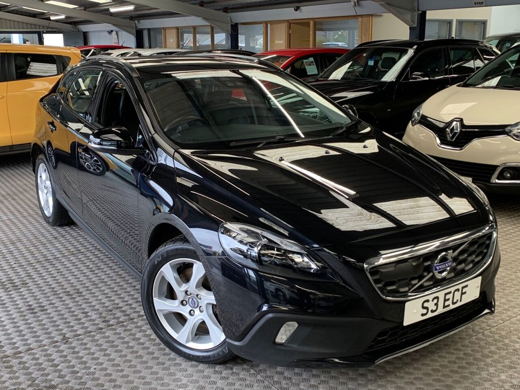 USED 2014 14 VOLVO V40 2.0L D3 CROSS COUNTRY LUX NAV 5d 148 BHP