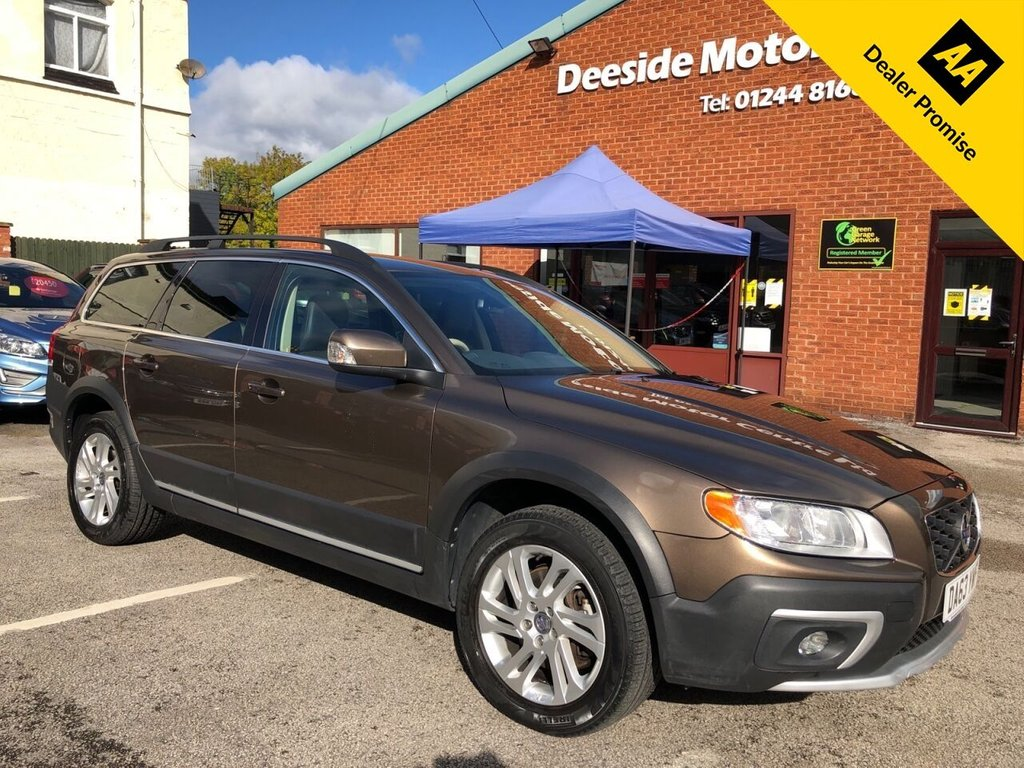 USED 2013 63 VOLVO XC70 2.4 D4 SE NAV AWD 5d 178 BHP Bluetooth : Sat Nav : DAB Radio  :  Full leather upholstery  :  Volvo City Safety system  :  Cargo/Load cover  :  Hydraulic retractable dog guard  :  Rear parking sensors