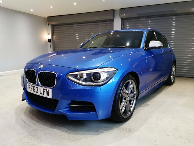 USED 2013 63 BMW 1 SERIES 3.0 M135I 5d 316 BHP FULL LEATHER UPHOLSTERY + PRIVACY GLASS + ALCANTARA RACING STEERING WHEEL