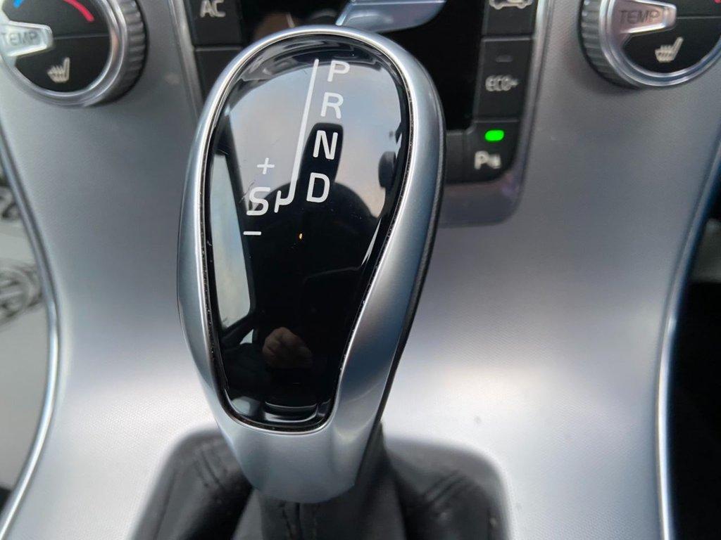 USED 2017 17 VOLVO V60 2.0 T4 SE LUX NAV 5d 187 BHP
