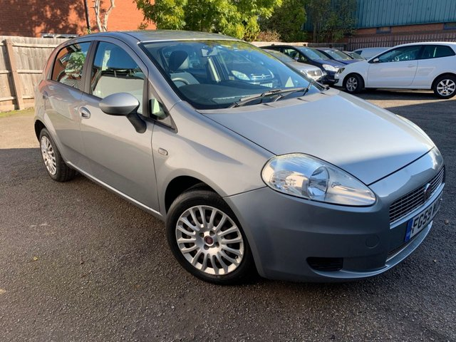 USED 2009 59 FIAT GRANDE PUNTO 1.4 DYNAMIC 5d 77 BHP LOW MILEAGE, REAR PARKING AID, 2 LADY OWNERS