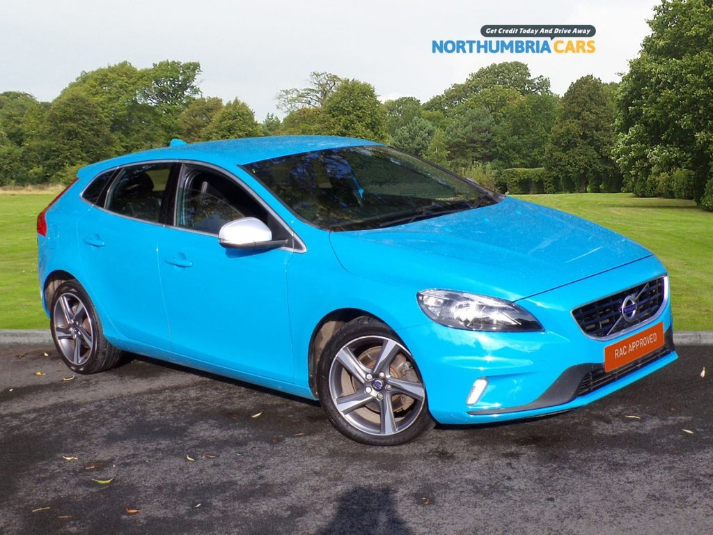 USED 2015 65 VOLVO V40 2.0 D2 R-DESIGN 5d 118 BHP *****FREE ROAD TAX*****LOVELY CAR THIS ONE*****FANTASTIC VOLVO BUILD QUALITY*****BLUETOOTH TECHNOLOGY*****AND IN THE BEST COLOUR*****
