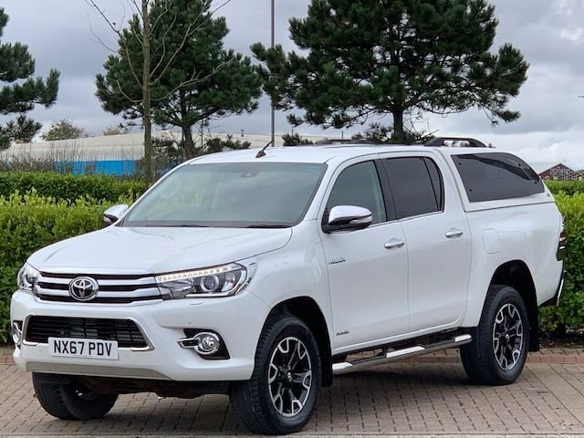 USED 2017 67 TOYOTA HI-LUX 2.4 INVINCIBLE X 4WD D-4D DCB 148 BHP