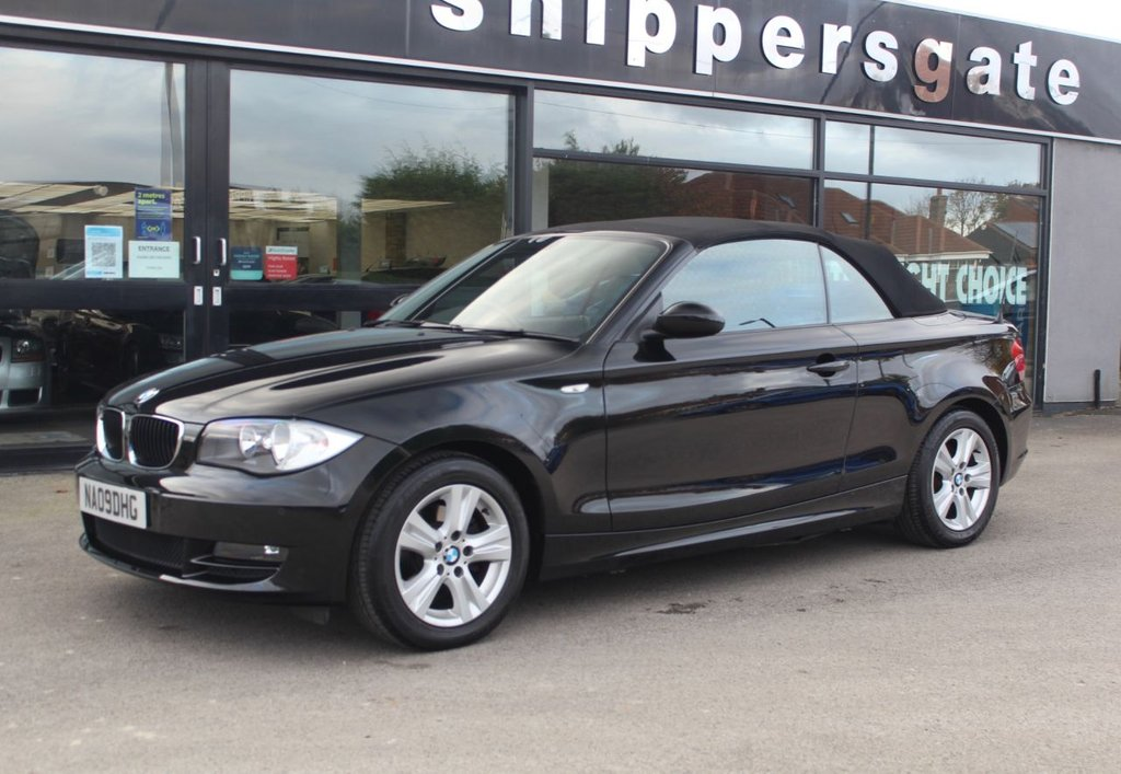 USED 2009 09 BMW 1 SERIES 2.0 118I SE 2d 141 BHP Sapphire Black Metallic, Front and Rear Parking SensorsSports Steering Wheel, Automatic Air Conditioning, Isofix System, Front Armrest, Fog Lights, Light Package, Bluetooth Phone, BME Professional Radio, USB/Audio Interface, 2 Keys, Full Service History - Just Serviced.