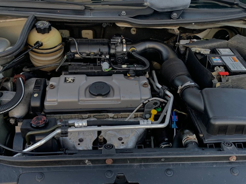 USED 2005 05 PEUGEOT 206 1.4 S 5d 74 BHP