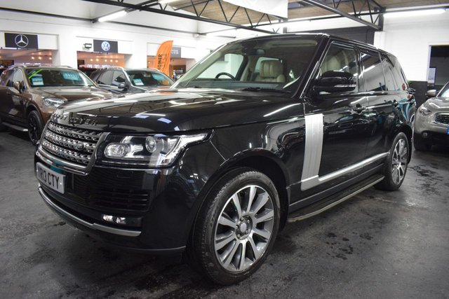USED 2013 13 LAND ROVER RANGE ROVER 3.0 TDV6 VOGUE 5d 258 BHP FACTORY REAR ENTERTAINMENT STUNNING SANTORINI BLACK OVER IVORY LEATHER - ONE PREVIOUS KEEPER - 6 LANDROVER SERVICE STAMPS + 1 INDY - FACTORY REAR ENTERTAINMENT - 21 INCH ALLOYS - MERIDIEN SPEAKERS - PRIVACY GLASS