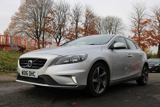 "USED 2016 16 VOLVO V40 2.0 D4 R-DESIGN NAV 5d 188 BHP 0 ROAD TAX+1 FORMER KEEPER+FSH+HALF LEATHER HEATED SEATS+BLUETOOTH+USB+AUX+NAVIGATION SYSTEM+17""ALLOYS+MEDIA+£0 ROAD TAX+2 KEYS+CLIMATE+USB+HPI CLEAR WITH VOSA MOT HISTORY, CLEAN +GREAT DRIVE+GOOD MPG,"