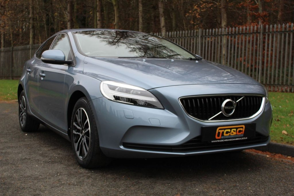 USED 2016 66 VOLVO V40 2.0 T2 MOMENTUM 5d 120 BHP A STUNNING ONE OWNER V40 WITH A FULL VOLVO MAIN DEALER SERVICE HISTORY!!!