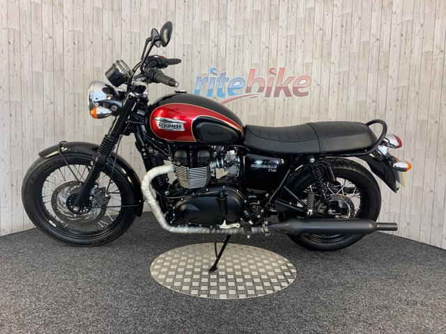 TRIUMPH BONNEVILLE T100 at Rite Bike