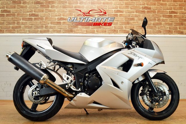 USED 2004 54 TRIUMPH DAYTONA 600  - FREE DELIVERY AVAILABLE