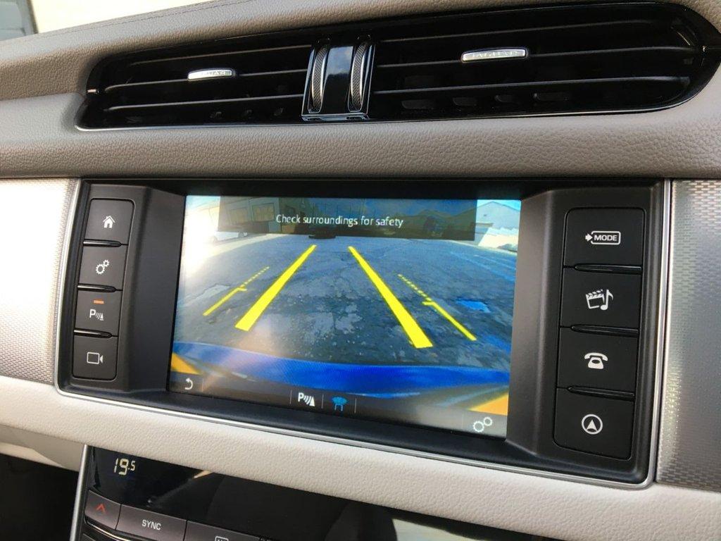 USED 2015 65 JAGUAR XF 2.0 PRESTIGE 4d 161 BHP