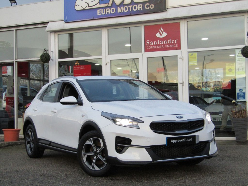 USED 2020 20 KIA CEED 1.0 XCEED 2 ISG 5d 118 BHP Finished in FUSION WHITE with contrasting GREY CLOTH trim. Based on the Ceed this SUV is longer, wider and taller and has a decent amount of space in the front and rear. This practical family SUV is sturdy, attractive and not to be missed with its balance of 7 years Kia Warranty. Features include, Alloys, DAB Radio, LED Bi-Functional Headlights, Rear View Camera, Apple Play and much more.