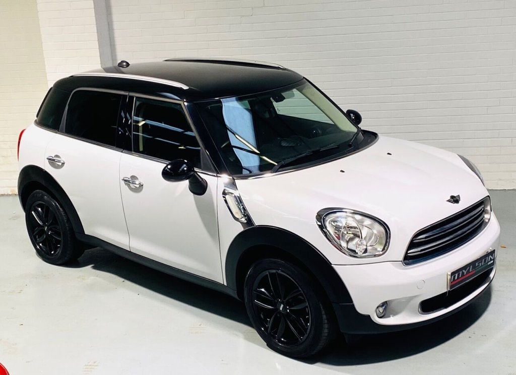 USED 2016 66 MINI COUNTRYMAN 1.6 COOPER 5d 122 BHP Light White with Black Interior, Black Wheels, Privacy Glass