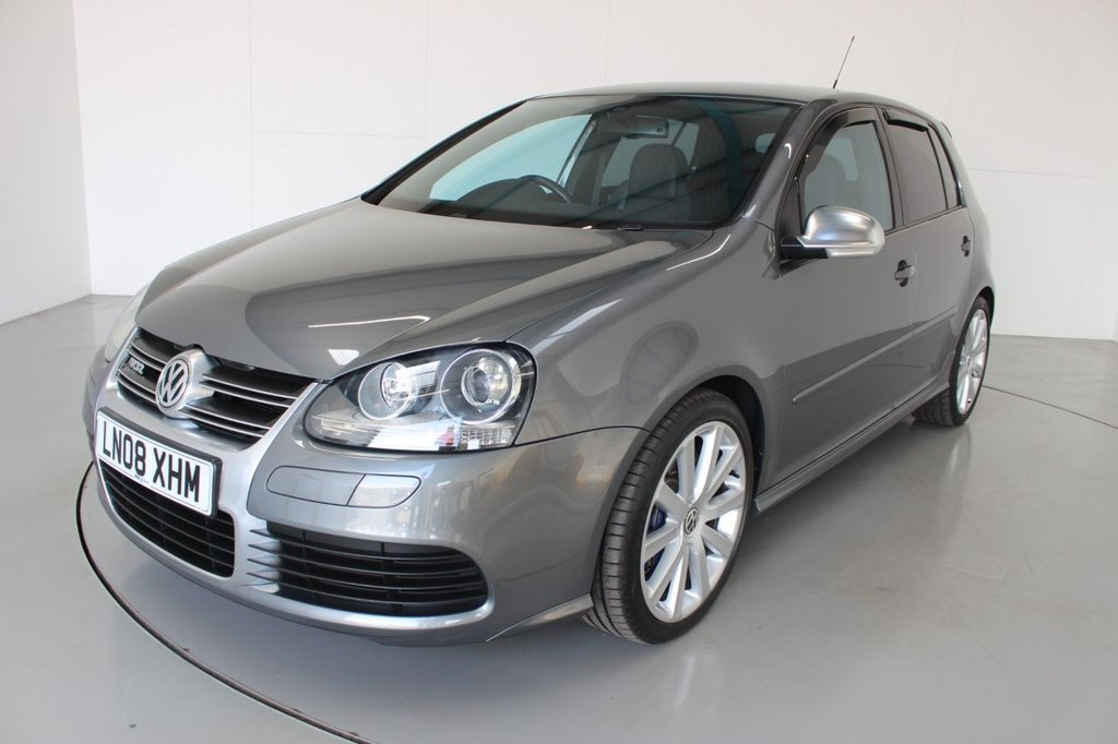 USED 2008 08 VOLKSWAGEN GOLF 3.2 R32 5d- MODERN CLASSIC FINISHED IN STEEL GREY-2 FORMER KEEPERS, LOW MILEAGE-GREAT SERVICE HISTORY-HEATED FULL BLACK LEATHER-18