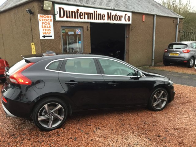 USED 2014 14 VOLVO V40 1.6 D2 R-DESIGN LUX 5d 113 BHP ++ LOW MILEAGE DIESEL AUTOMATIC ++