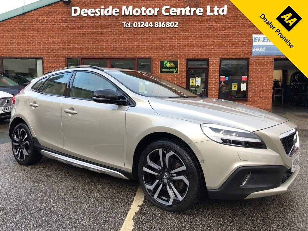 USED 2016 66 VOLVO V40 2.0 D2 CROSS COUNTRY PRO 5d 118 BHP Front and Rear Parking Sensors with park assist; Heated Seats