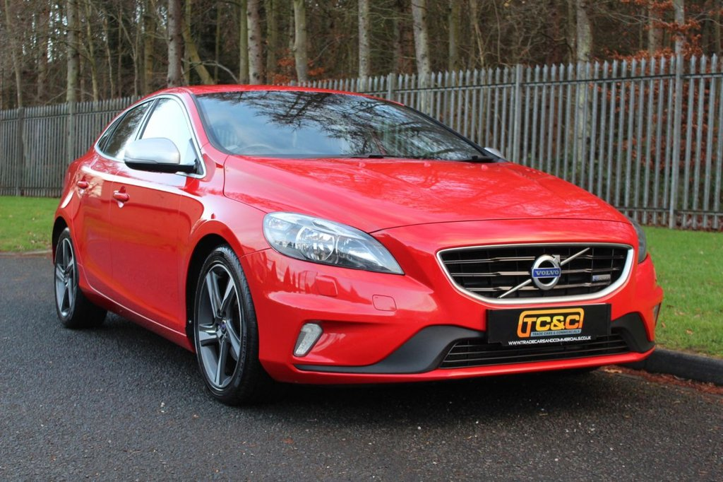 USED 2013 63 VOLVO V40 1.6 D2 R-DESIGN NAV 5d 113 BHP A LOW OWNER EXAMPLE WITH A COMPREHENSIVE SERVICE HISTORY INCLUDING A TIMING BELT REPLACEMENT BY VOLVO!!!