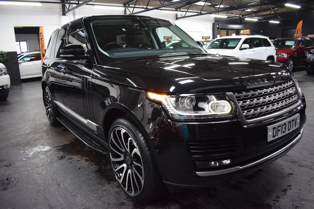 USED 2013 13 LAND ROVER RANGE ROVER 3.0 TDV6 VOGUE 5d 258 BHP GREAT VALUE NEW SHAPE VOGUE - 22 INCH ALLOYS - PRIVACY - MERIDIEN SPEAKERS - SIDE STEPS - PRIVACY GLASS - HEATED SEATS - R/CAMERA