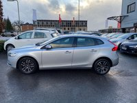 USED 2017 17 VOLVO V40 1.5 T2 MOMENTUM NAV PLUS 5d AUTO 120 BHP