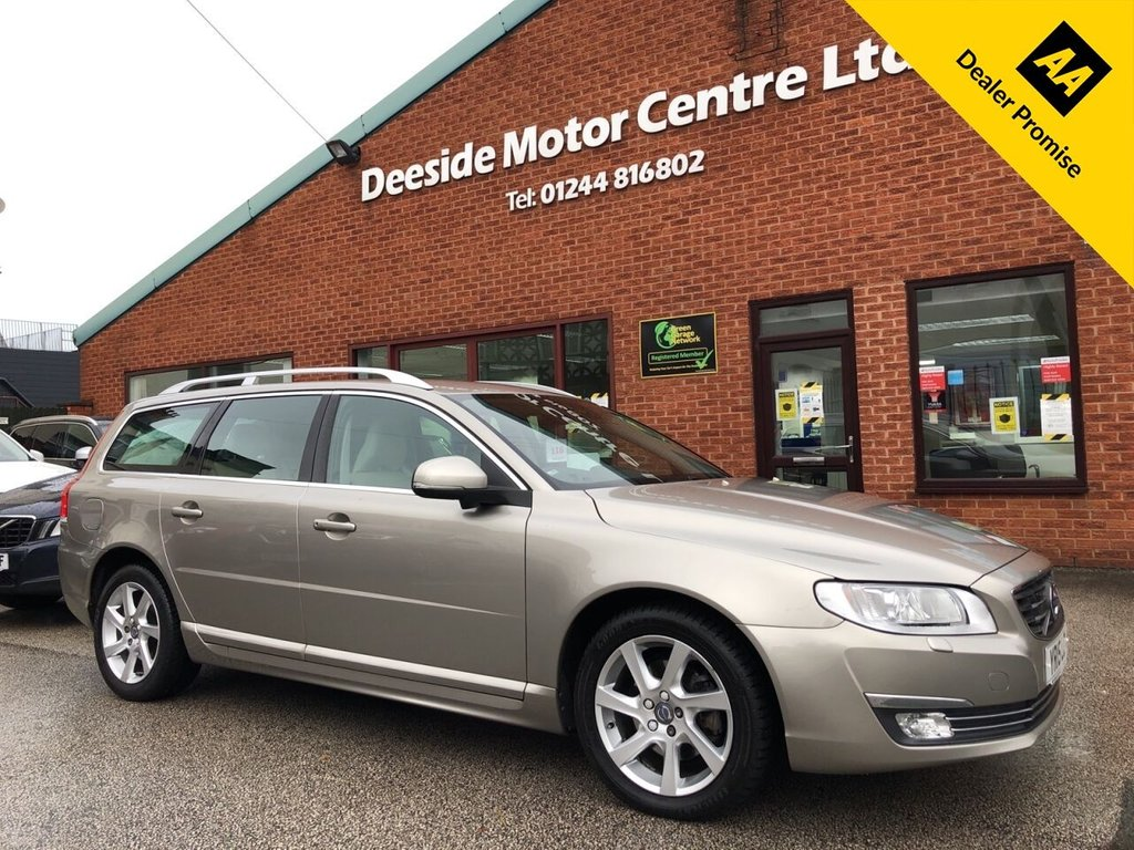 USED 2015 15 VOLVO V70 2.0 D4 SE LUX 5d 178 BHP Full VOLVO service history; Driver support pack and winter pack; ONLY £20 a year road tax